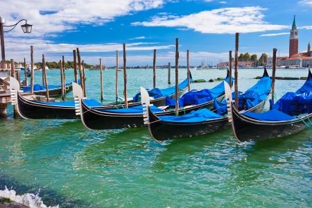 Tradiční gondoly jsou neodmyslitelně spojené s Benátkami
